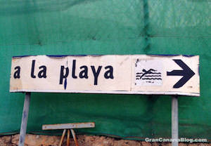 a la playa sign in Gran Canaria