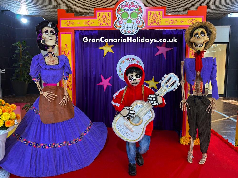 El Tablero Coco Dia de los Muertos Display